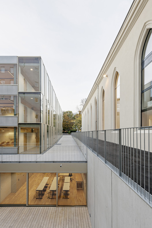 Extension of the Lycée Français and Renovation of the Studio Molière / Dietmar Feichtinger Architectes