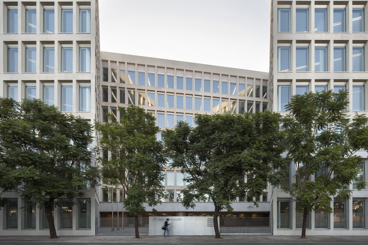 Oficinas para consejer a de fomento y vivienda cruz y - Arquitectos de sevilla ...