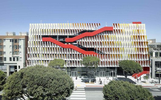 City of Santa Monica Parking Structure #6 / Behnisch Architekten + Studio Jantzen. Image © David Matthiessen