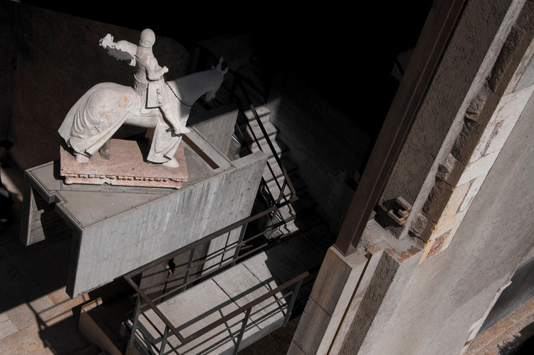 Spotlight: Carlo Scarpa, Museo Castelvecchio. Image © <a href='https://www.flickr.com/photos/andreaosti/4505639981/'>Flickr user andreaosti</a> licensed under <a href='https://creativecommons.org/licenses/by/2.0/'>CC BY 2.0</a>