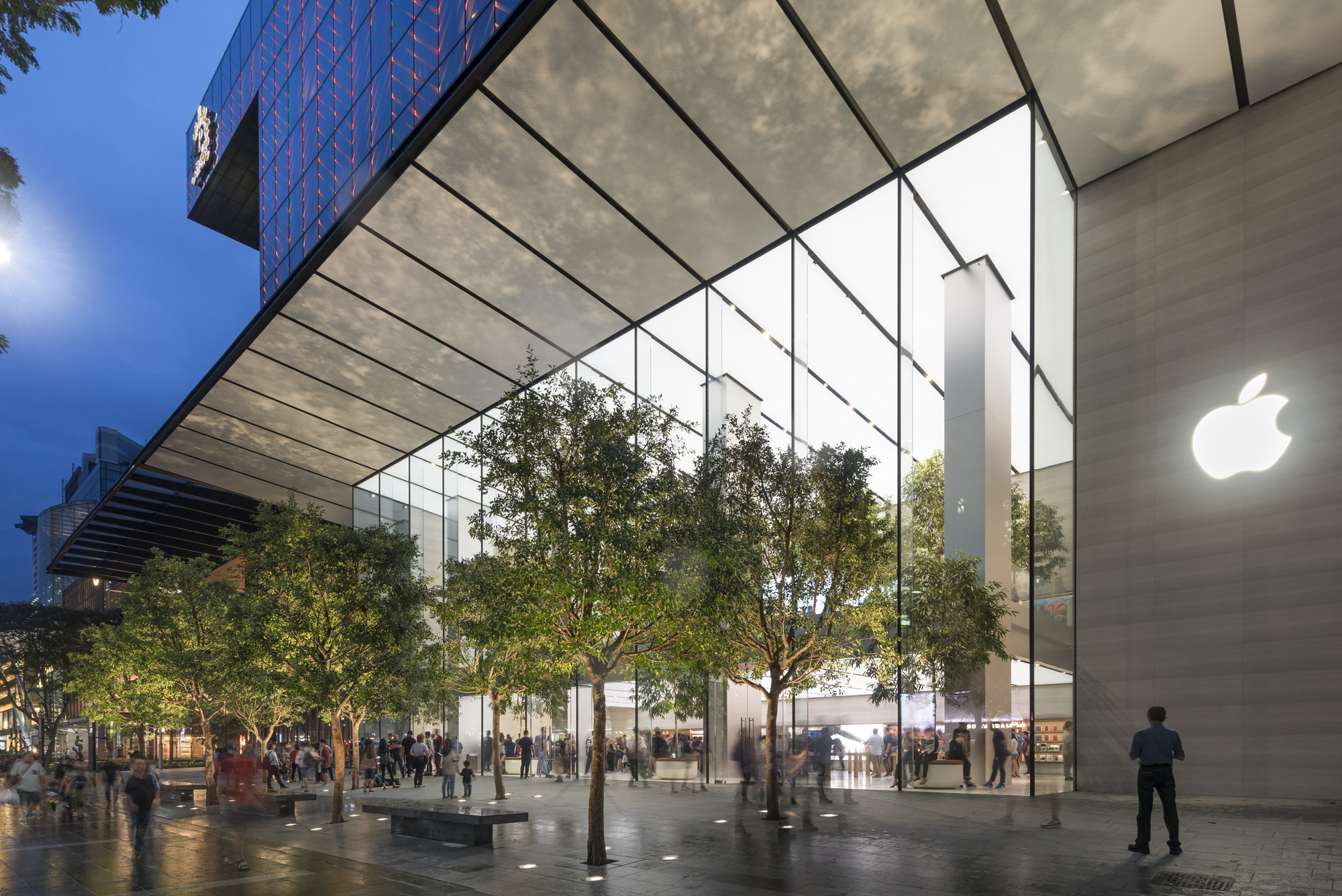 Apple Opens Its First Flagship Store In Singapore Archdaily