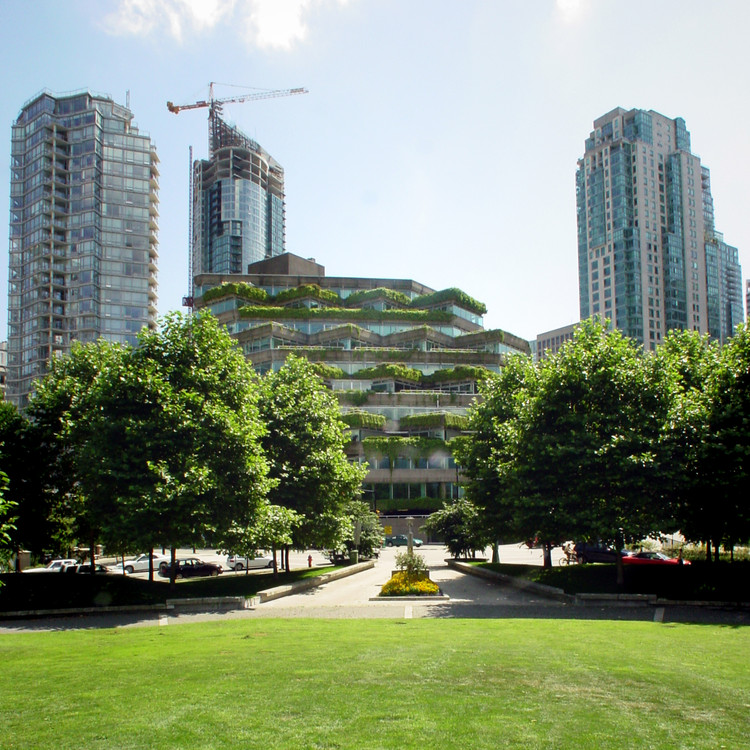 The adjacent Evergreen Building, designed by Arthur Erickson. Image © Flickr user jmv. Licensed under CC BY 2.0