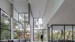 VA House / Eduardo Parra Grave
