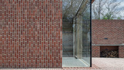 Brick House in Brick Garden / Jan Proksa