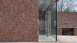 Casa de ladrillos en Jardín de Ladrillos / Jan Proksa