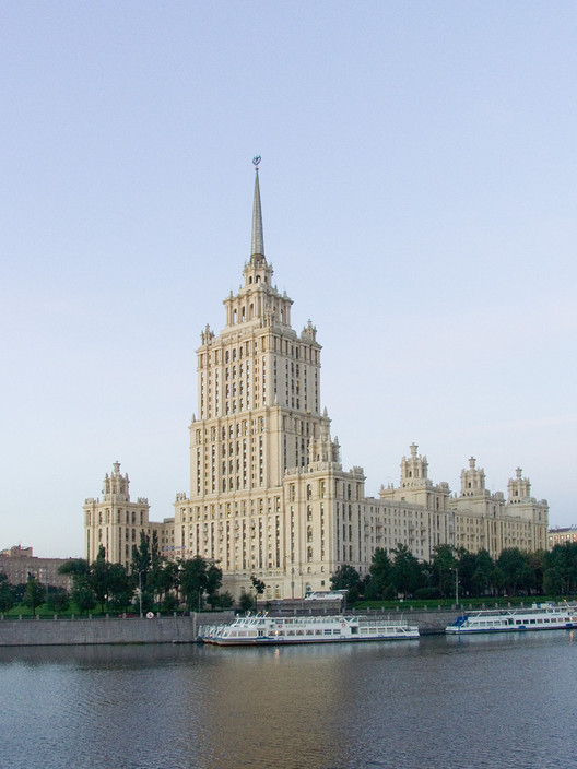 """Ukraina Hotel in Moscow, one of the """"Seven Sisters"""". Image © <a href='https://commons.wikimedia.org/wiki/File:Moscow_Ukraina_hotel.jpg'>Wikimedia user Lite</a> licensed under <a href='http://https://creativecommons.org/licenses/by-sa/3.0/deed.en'>CC BY-SA 3.0</a>"""
