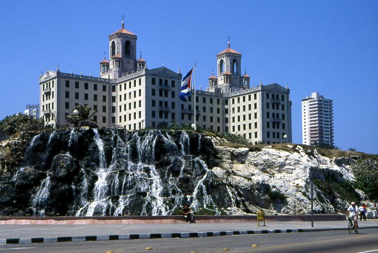 Hotel Nacional in Havana. Image © Henryk Kotowski <a href='https://commons.wikimedia.org/wiki/File:Hotel_nacional_habana.jpg'>via Wikimedia</a> licensed under <a href='http://https://creativecommons.org/licenses/by-sa/3.0/deed.en'>CC BY-SA 3.0</a>