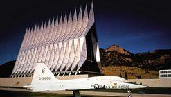 Clássicos da Arquitetura: Capela dos Cadetes da Força Aérea / Walter Netsch do Skidmore, Owings, & Merrill