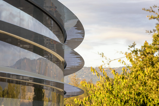 Stood in Splendid Isolation, Questions Are Raised About Apple's Cupertino Campus