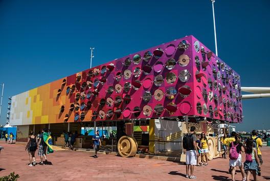 The Dancing Pavilion; Rio de Janeiro, Brazil / Estudio Guto Requena. Image © Fernanda Ligabue, Rafael Frazão