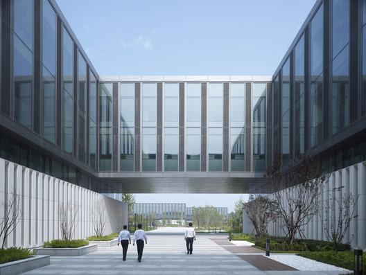 R&D building entrance courtyard. Image © Christian Gahl