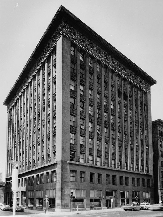 Wainwright Building. Image <a href='https://commons.wikimedia.org/wiki/File:Louis_Sullivan_-_Wainwright_Building,_Seventh_%2B_Chestnut_Streets,_Saint_Louis,_St._Louis_City_County,_MO.jpg'>via Wikimedia</a> (public domain)