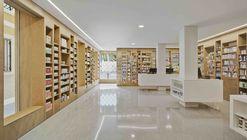 Farmacia del Reloj / Eneseis Arquitectura + yes studio