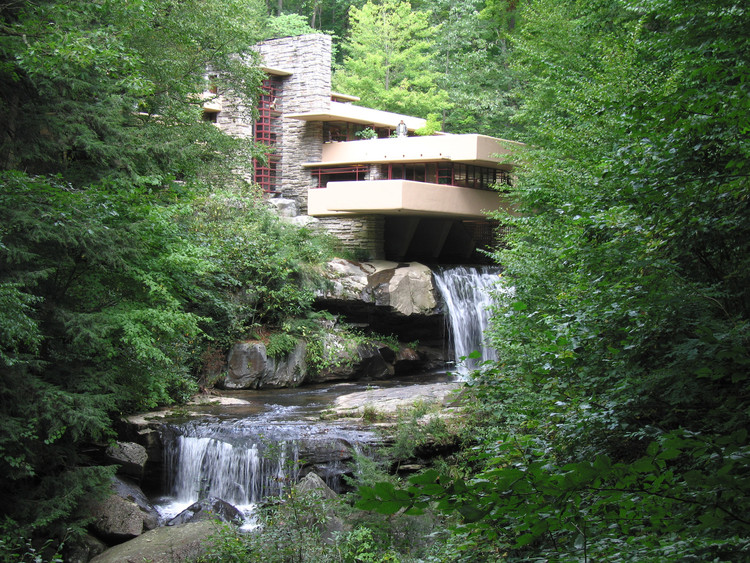 Fallingwater. Image © <a href='https://www.flickr.com/photos/pablosanchez/3145407730/'>Flickr user pablosanchez</a> licensed under <a href='https://creativecommons.org/licenses/by-sa/2.0/'>CC BY-SA 2.0</a>