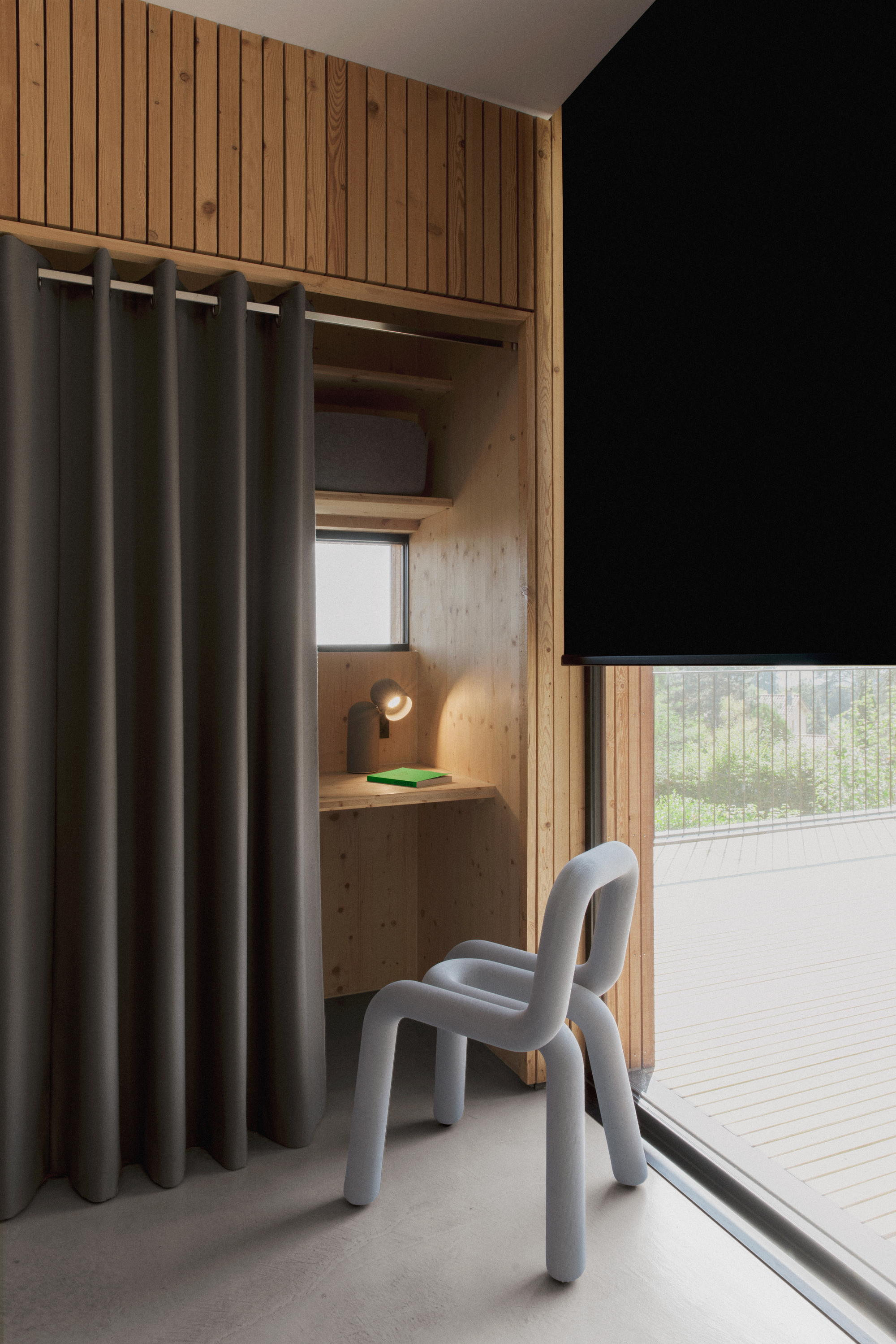 gallery of la maison etir e barres coquet 7. Black Bedroom Furniture Sets. Home Design Ideas