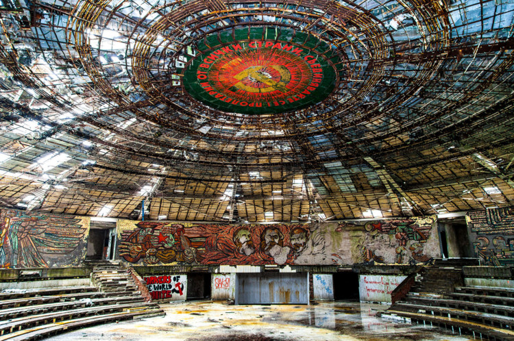 © <a href='https://commons.wikimedia.org/wiki/File:Buzludzha_Monument_Auditorium.jpg'>Wikimedia user Stanislav Traykov</a> licensed under <a href='https://creativecommons.org/licenses/by-sa/3.0/deed.en'>CC BY-SA 3.0</a>
