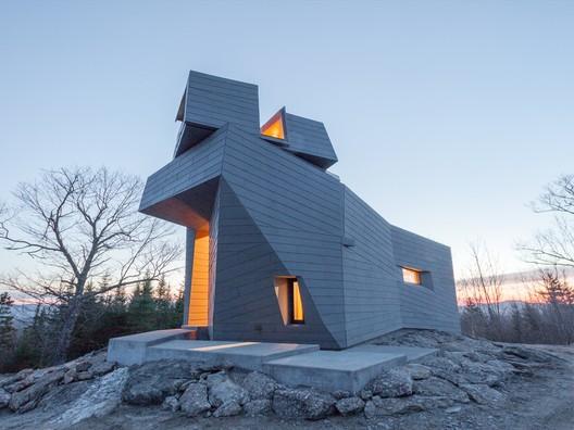 © Anmahian Winton Architects & Client