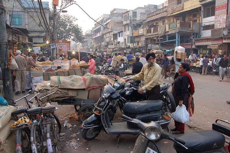 Chandni Chowk, Delhi, is characterized by rural informality. Image © <a href='https://commons.wikimedia.org/wiki/File:Chandni_Chowk,_2008_(20).JPG'>Wikimedia user Bahnfrend</a> licensed under <a href='https://creativecommons.org/licenses/by-sa/3.0/deed.en '>CC BY-SA 3.0</a>