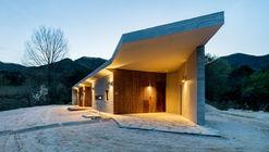 Apple Farm House / 2m2 architects