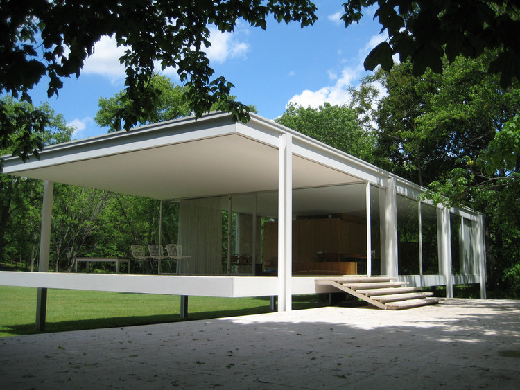 The Farnsworth House © Flickr CC user michelle chlebek