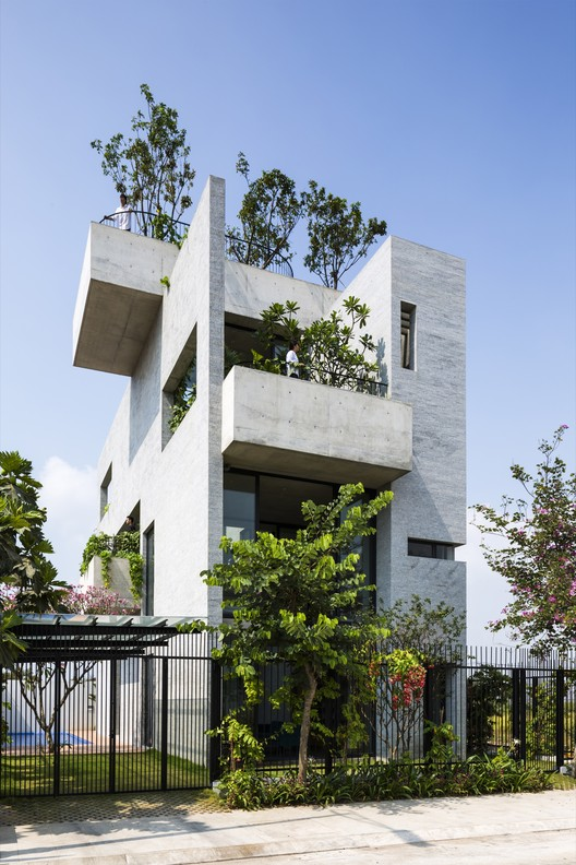 House: Vo Trong Nghia Architects / Binh House. Image Courtesy of WAF