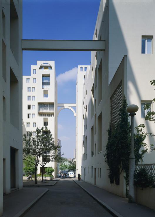 Les Hautes Formes Housing, Paris, 1979. Image © Nicolas Borel