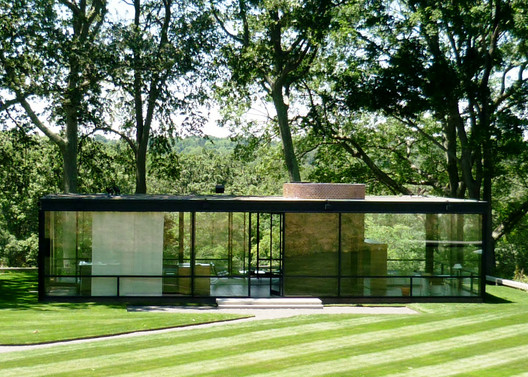 The Glass House. Image © <a href='https://www.flickr.com/photos/mbschlemmer/7468236748'>Flickr user mbschlemmer</a> licensed under <a href='https://creativecommons.org/licenses/by/2.0/'>CC BY 2.0</a>