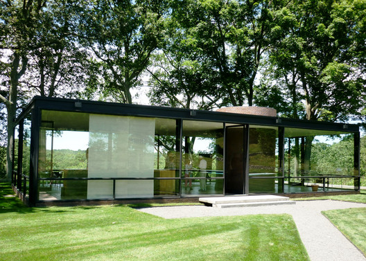 The Glass House. Image © <a href='https://www.flickr.com/photos/mbschlemmer/7468240258'>Flickr user mbschlemmer</a> licensed under <a href='https://creativecommons.org/licenses/by/2.0/'>CC BY 2.0</a>