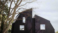 The Houseboat  / Mole Architects