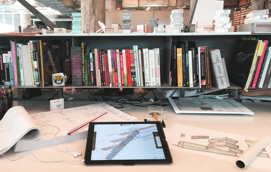 Sean Gallagher's desk at Diller Scofidio + Renfro. Image Courtesy of Morpholio