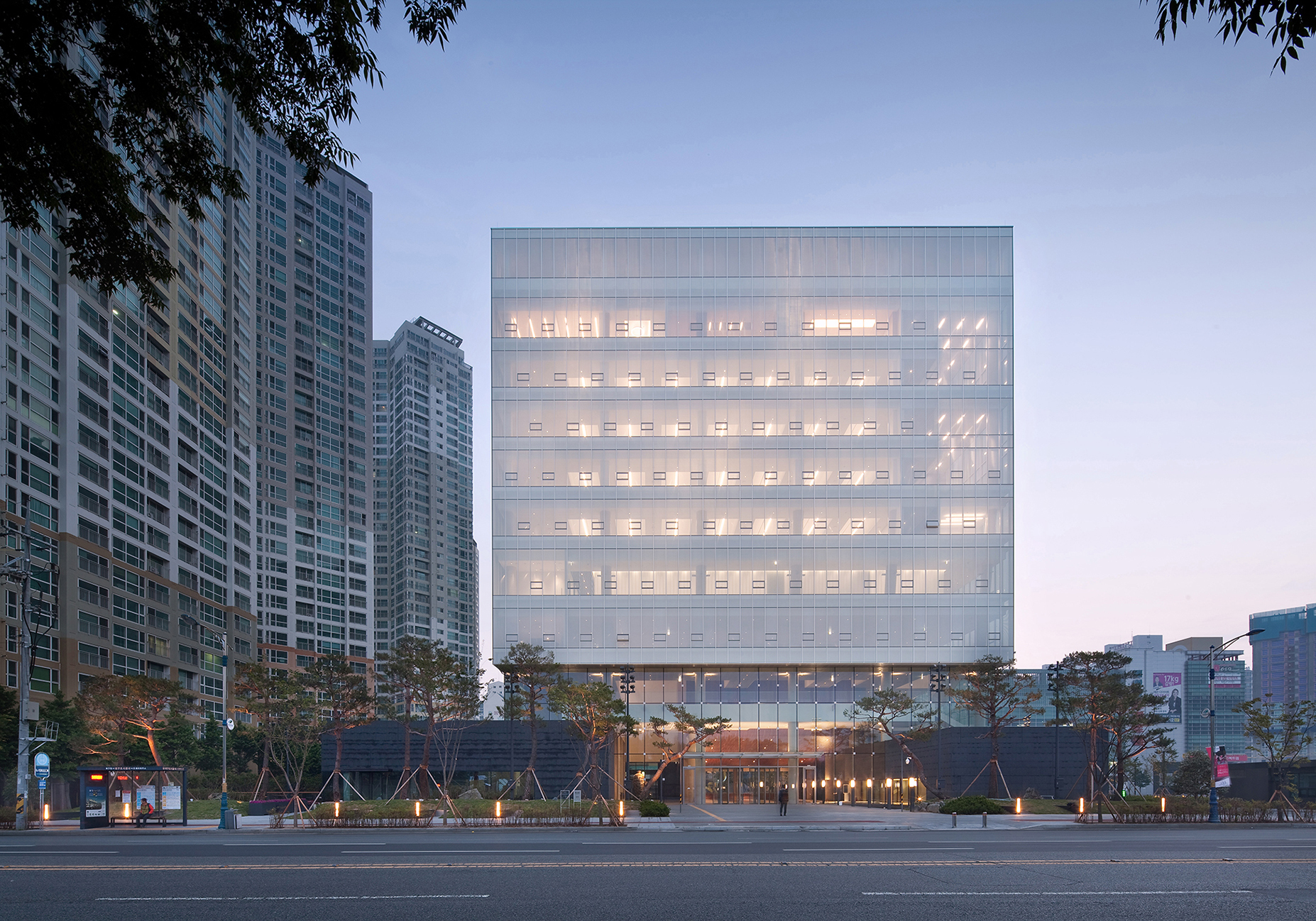 The second headquarters of daegu bank junglim for Bank designs architecture