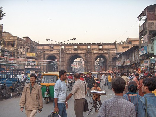 Teen Darwaza, one of the walled city's gates. Image© <a href='http://ift.tt/2t14Pk2 user Nichalp</a> licensed under <a href='http://ift.tt/2ei2s0Y BY-SA 2.5</a>