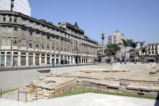 Valongo Wharf Archaeological Site. Image© <a href='https://commons.wikimedia.org/wiki/File:Cais_do_Valongo_e_da_Imperatriz.jpg'>Wikimedia user Halley Pacheco de Oliveira</a> licensed under <a href='https://creativecommons.org/licenses/by-sa/3.0/deed.en'>CC BY-SA 3.0</a>