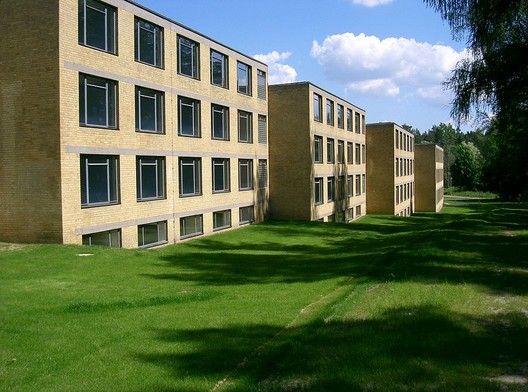 Student Halls at the ADGB Trade Union School in Bernau . Image© <a href='http://ift.tt/2t146z9 user Dabbelju</a> licensed under <a href='http://ift.tt/2aA6y58 BY-SA 3.0</a>