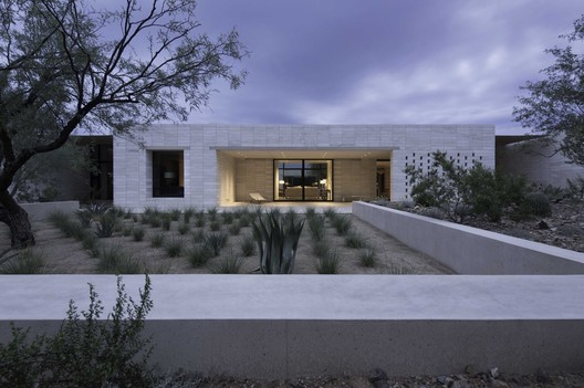 Stone Court Villa / Marwan Al Sayed Inc.. Image © Matt Winquist Photography