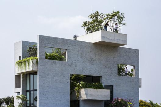 Binh House / Vo Trong Nhia Architects. Image © Hiroyuki Oki