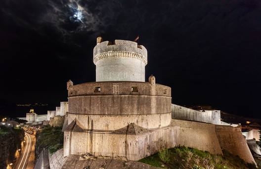 Dubrovnik City Walls: King's Landing. Image © <a href='http://ift.tt/2usfdkp user Diego Delso</a> licensed under <a href='http://https://creativecommons.org/licenses/by-sa/4.0/'>CC BY-SA 4.0</a>