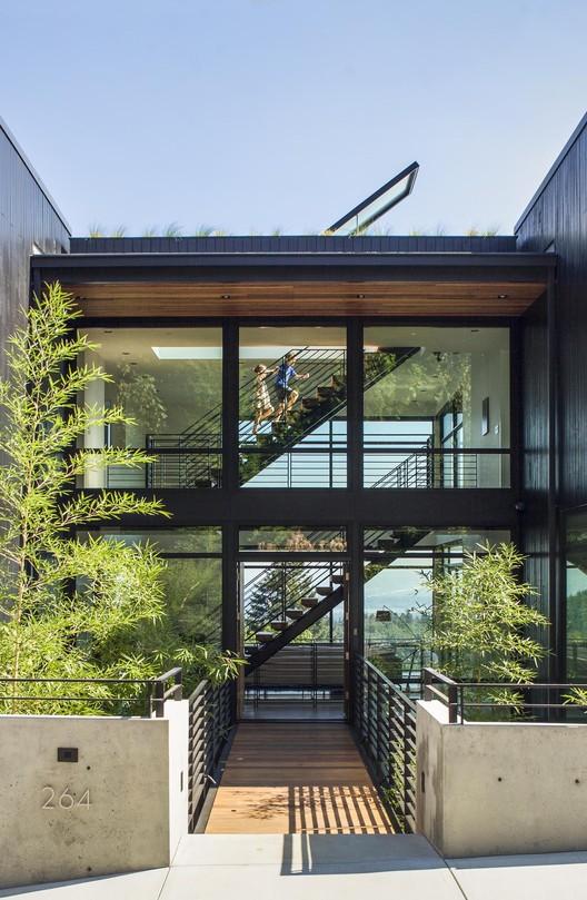 Music Box Residence / Scott | Edwards Architects, © Pete Eckert