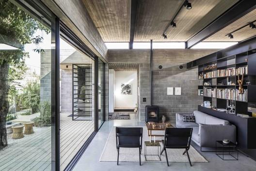 Bare House / Jacobs-Yaniv Architects. Image © Amit Geron