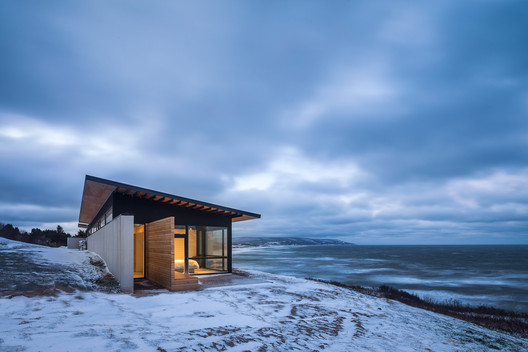 The Lookout at Broad Cove Marsh  / Omar Gandhi Architect. Image © Doublespace Photography
