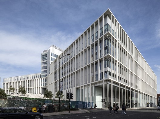 City of Glasgow College - City Campus / Reiach & Hall Architects and Michael Laird Architects. Image © Keith Hunter