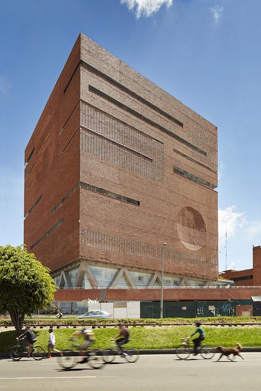 Fundaci n santa fe de bogot el equipo de mazzanti for Arquitectos colombianos