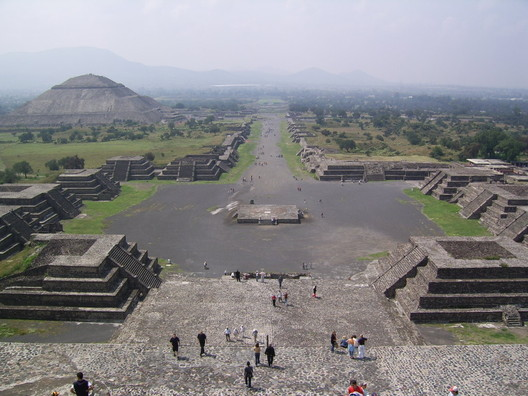 Teotihuacan. Image public domain <a href='http://ift.tt/2uh94H2 Wikimedia user BrCG2007</a>