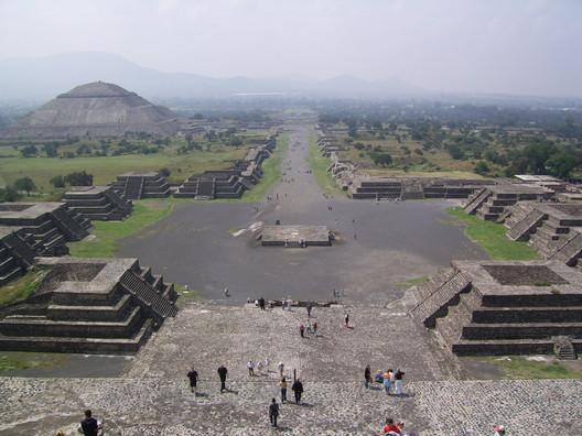 Teotihuacan. Image public domain <a href='https://commons.wikimedia.org/wiki/File:SSA41434.JPG'>via Wikimedia user BrCG2007</a>