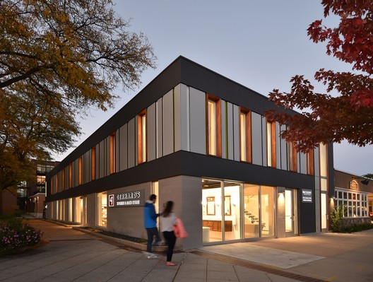 Bayshore Dental; Whitefish Bay, Wisconsin / Johnsen Schmaling Architects. Image © Johnsen Schmaling Architects