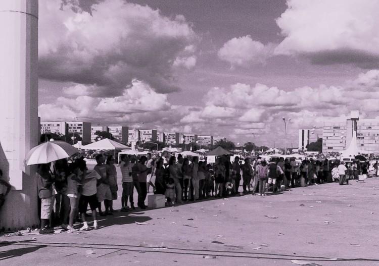 Brasilia - o povo na sombra . Image © Sérgio Ulisses Jatobá