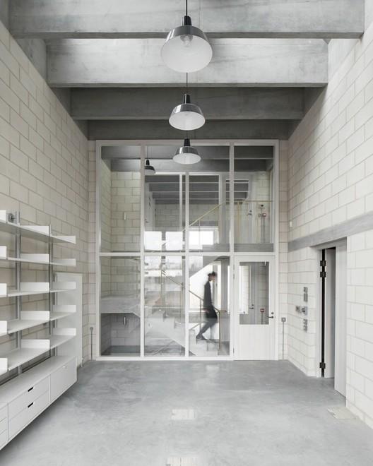 Photography Studio for Juergen Teller / 6a architects. Image © Johan Dehlin
