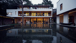Jingshan Boutique Hotel / Continuation Studio