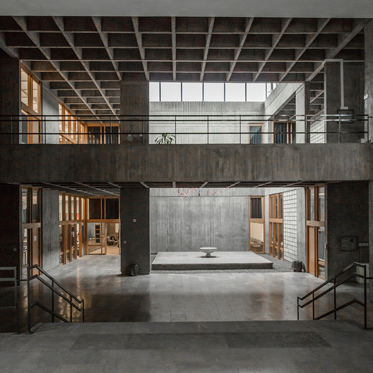 Interior of the Faculty of Architecture Building with Gobektasi. Photo: D. Tuntas. Image Courtesy of Getty Foundation