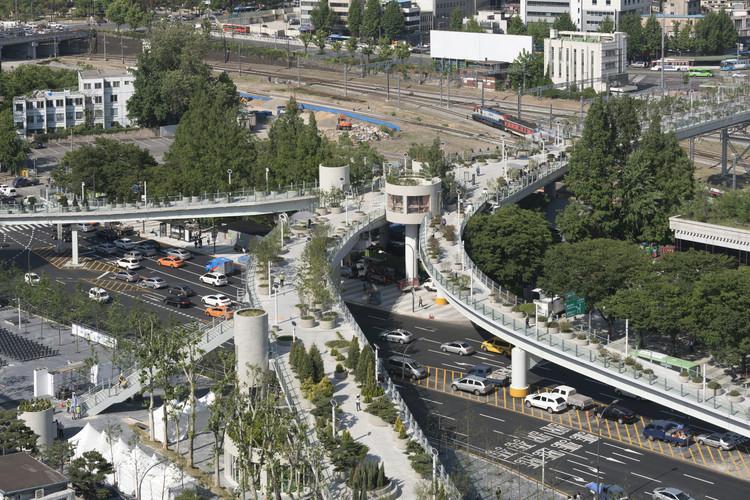Viaduto da Estação de Seul. Image © Ossip van Duivenbode